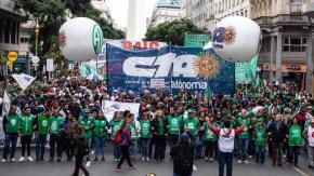 Greve Geral: na Argentina Milhares marcham  em direção a Praça deMaio