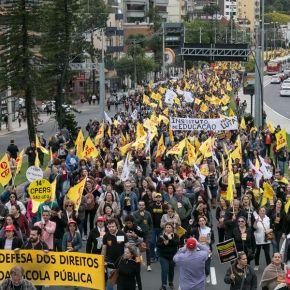 Contra medidas de Bolsonaro, trabalhadores da Educação preparam grevegeral