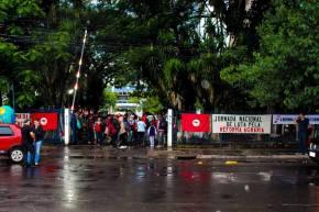 ABRIL VERMELHO: MST protesta contra desmonte da Reforma Agrária em Porto Alegre (Assista osvídeos)