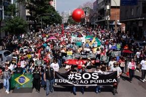 Greve mobiliza servidores Estaduais do Paraná e obriga governo anegociar