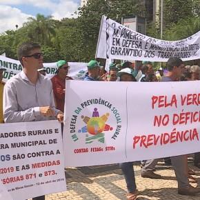 Com Senador Paim, agricultores de MG protestam Contra Reforma daPrevidência
