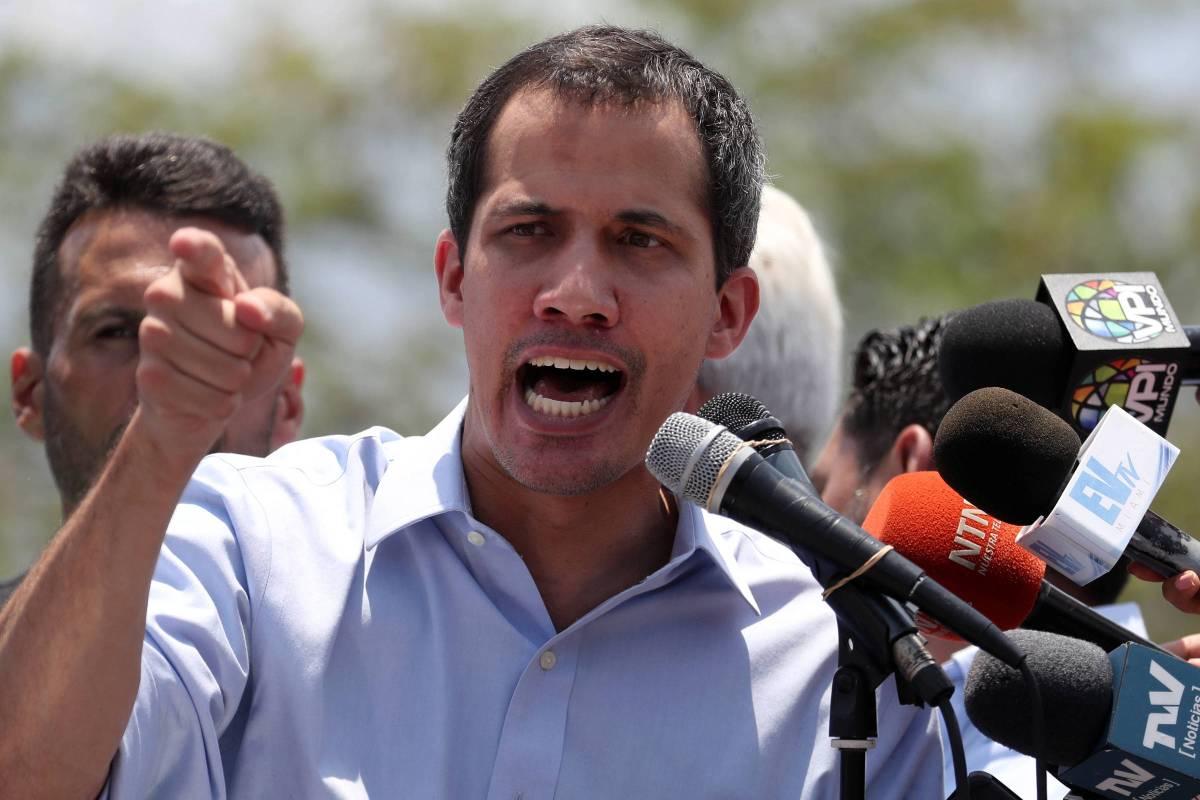 Desilusão e mudança de foco dos EUA para o Irã levou Guaidó a negociar com Maduro