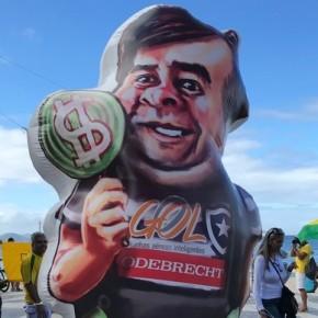 Bolsonaristas enxovalham Congresso Nacional e democracia suspensa esta ameaçada demorte
