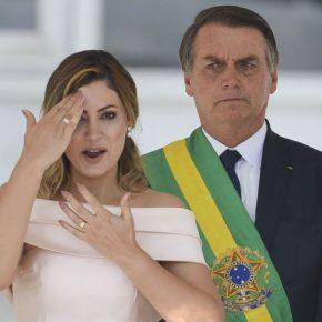 MP suspeita que versão de Bolsonaro sobre cheques de Queiroz a Michelle éfalsa