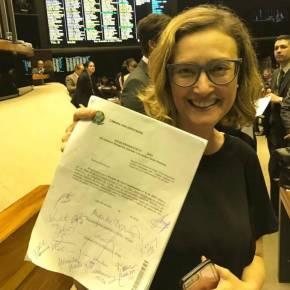 PT consegue assinaturas para pedir urgência em projeto que proíbe cortes nasuniversidades