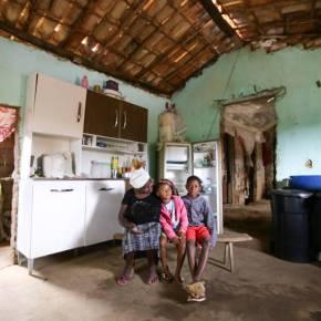 Ela Voltou: Sem trabalho e renda, famílias enganam fome com fruta verde e garapa naBahia