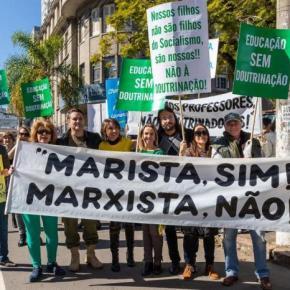 """Porto Alegre """"avançando"""" pra trás? Sobre a doutrinária manifestação em frente aoRosário"""