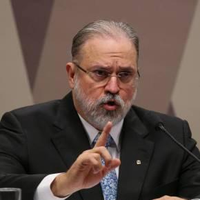 "Senador gay coloca Augusto Aras contra a parede: ""Tenho subfamília? Soudoente?"""