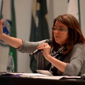 """""""Não se faz educação integral em tempos de retirada de direitos"""", afirma JaquelineMoll"""