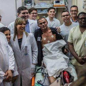 Paciente 'fake' sorrindo ao lado de Witzel chamou atenção durante inauguração de  hospital emNiterói