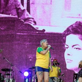 Rock in Rio: Banda Francisco, El Hombre faz o povo cantar e pular na Defesa de #LulaLivre e contra obolsonarismo