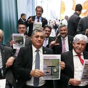 Oposição apresenta proposta de reforma tributária em que ricos pagariam mais impostos e trabalhadoresmenos