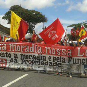 Organizações urbanas e rurais protestam por moradia em Porto Alegre no dia 7 deOutubro