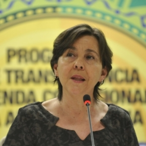 13º pra beneficiários do Bolsa Família é Fake News do Bolsonaro, diz TerezaCampello