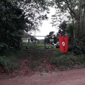 MST ocupa área do Estado em Taquari, no RS  Ação ocorre no antigo Centro de Pesquisa Emílio Schenk, daFepagro