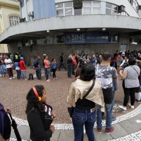 Desempregados vão pagar imposto para custear incentivo fiscal a empresas. É o Brasil de Bolsonaro eGuedes
