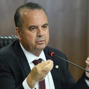 Secretário de Bolsonaro diz que 'domingo é dia de trabalho' e é aplaudido de pé porempresários