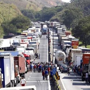 """Petroleiros apoiam greve dos caminhoneiros: """"Todos sofrem com aumento do combustível"""" (comVídeo)"""
