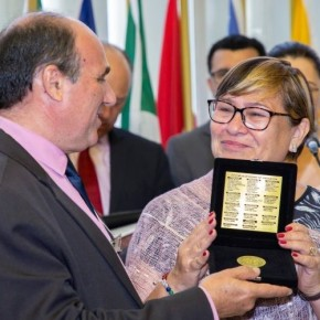 Presidenta do CPERS recebe merecida homenagem aos Professores Gaúchos na Assembléia Legislativa do RS(Vídeo)