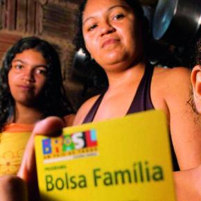 Sacanagem: Bolsonaro e Guedes usam verba de aposentadoria e pensões para pagar 13º do BolsaFamília