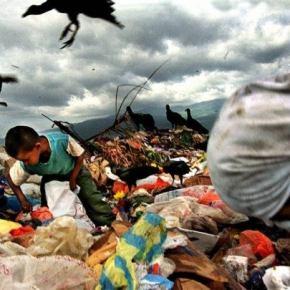 US$ 85 Trilhões de PIB Mundial ,dá R$ 11 mil por mês pra cada família no mundo. Por que há miséria então? ( Ladislau Dawbor)