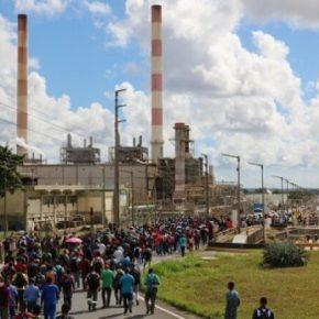 Governo Bolsonaro: Petrobras fecha fábrica e demite mais de mil noParaná