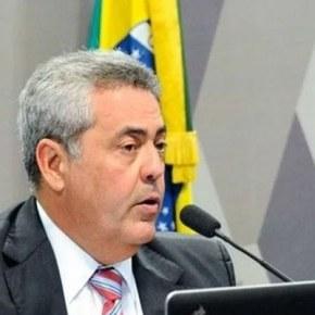 """Subprocurador lamenta salário de R$ 42 mil: """"dinheiro não chega ao fim domês"""""""
