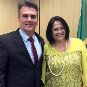 Assessores de Damares na greve dos PMs do Ceará. Pode? (Por MarceloAuler)