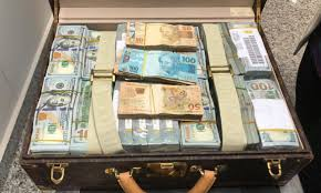 Além dos estrangeiros, brasileiros ricos estão tirando seu dinheiro do Brasil e mandando aoexterior