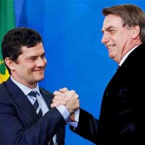 Claro que teve Fraude nas Eleições. Moro impediu Lula de concorrer. Ele ganharia, lembra? Anulem as eleições!!