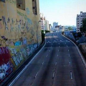 Vocalista do Green Day usa foto de Porto Alegre no show munidal Together At Home em homenagem aos Profissionais daSaúde