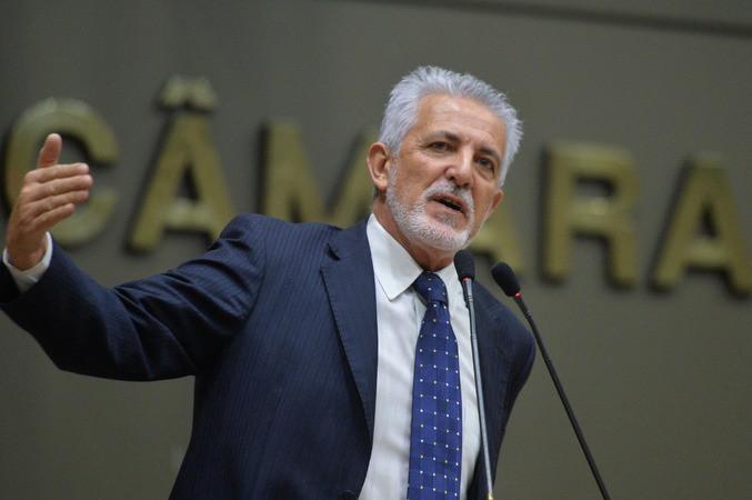 Foto: Vereador Carlos Comasseto na Câmara Municipal de Porto Alegre / Acervo pessoal
