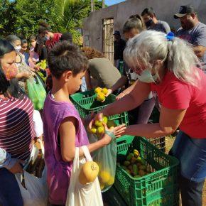 Assentamento em antiga fazenda improdutiva no Paraná doa 8 toneladas dealimentos