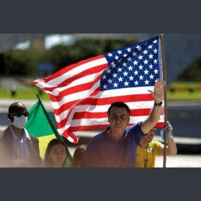 Bolsonaro leva bandeiras do EUA e Israel a rampa do Palácio do e ataca Congresso e STF em ato público(Vídeo)