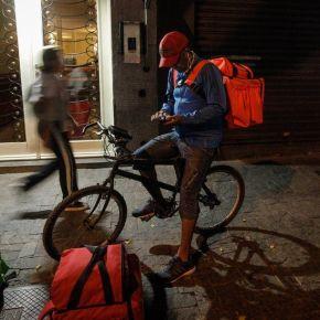 Entregador de Aplicativo, trabalhador super explorado,pedala 30 Km pra ganhar menos de R$ 50,00 e sem nenhum direitotrabalhista