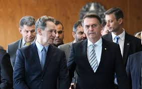 Amigos para sempre? Juiz dá Prisão domiciliar pra Queiroz e pra mulher foragida que tem rabo de Bolsonaro namão