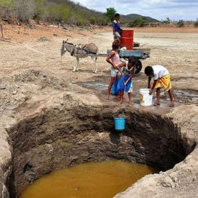 Pessoas com sede, açudes cercados. A realidade da privatização daágua