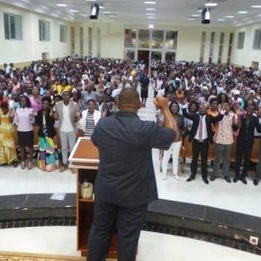 Em meio à crise da Igreja Universal de Angola, nova queixa-crime contra pastores éfeita