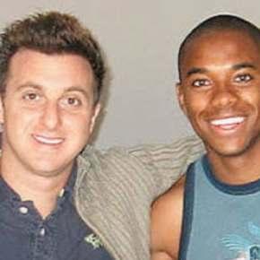 Mais uma: Luciano Huck apaga foto com Robinho após gravações sobre caso deestupro