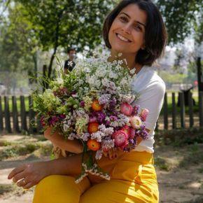 """""""Há flores em tudo que vejo"""" : A frase e a foto de Manuela D'Avila que substituem um discursointeiro"""