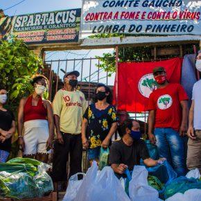 Natal Solidário: MST RS doa 12 toneladas de alimentos na periferia de PortoAlegre