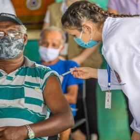 Vergonha: Bolsonaro autoriza os que tem dinheiro a furarem a fila da Vacina contra COVID-19 ao permitir comprasprivadas