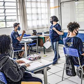 Explodem casos de Covid-19 em professores que voltaram às aulas em SãoPaulo