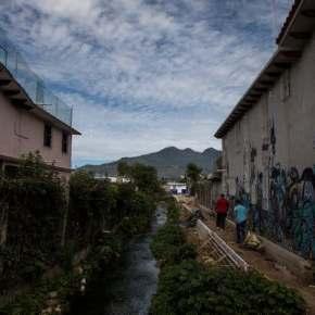 """Cidade que não tem água potável para o povo, mas produz muita Coca-cola que """"custa o mesmo que a água"""". É o preço daprivatização!"""