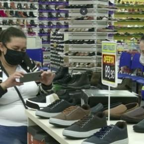 Com desvalorização do Real, paraguaios atravessam a fronteira para fazer compras em Iguaçu. Brasil virou pária nomundo!
