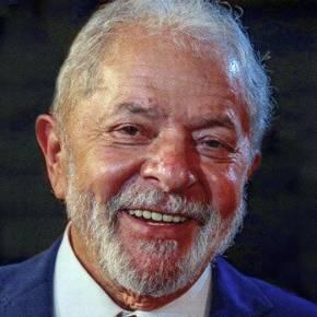 Já em Brasília, Lula discutirá com embaixador russo vacinação e SputnikV