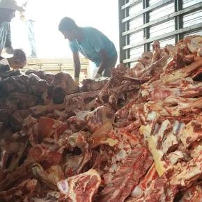 A miséria de Bolsonaro: fila pra pegar ossos que iam para o lixo, é marco histórico (Por HenriqueRodrigues)