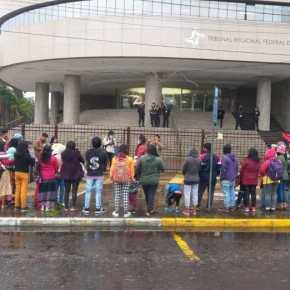 Povos indígenas de Porto Alegre protocolam documento junto ao TRF4 – É a Luta contra o MarcoTemporal